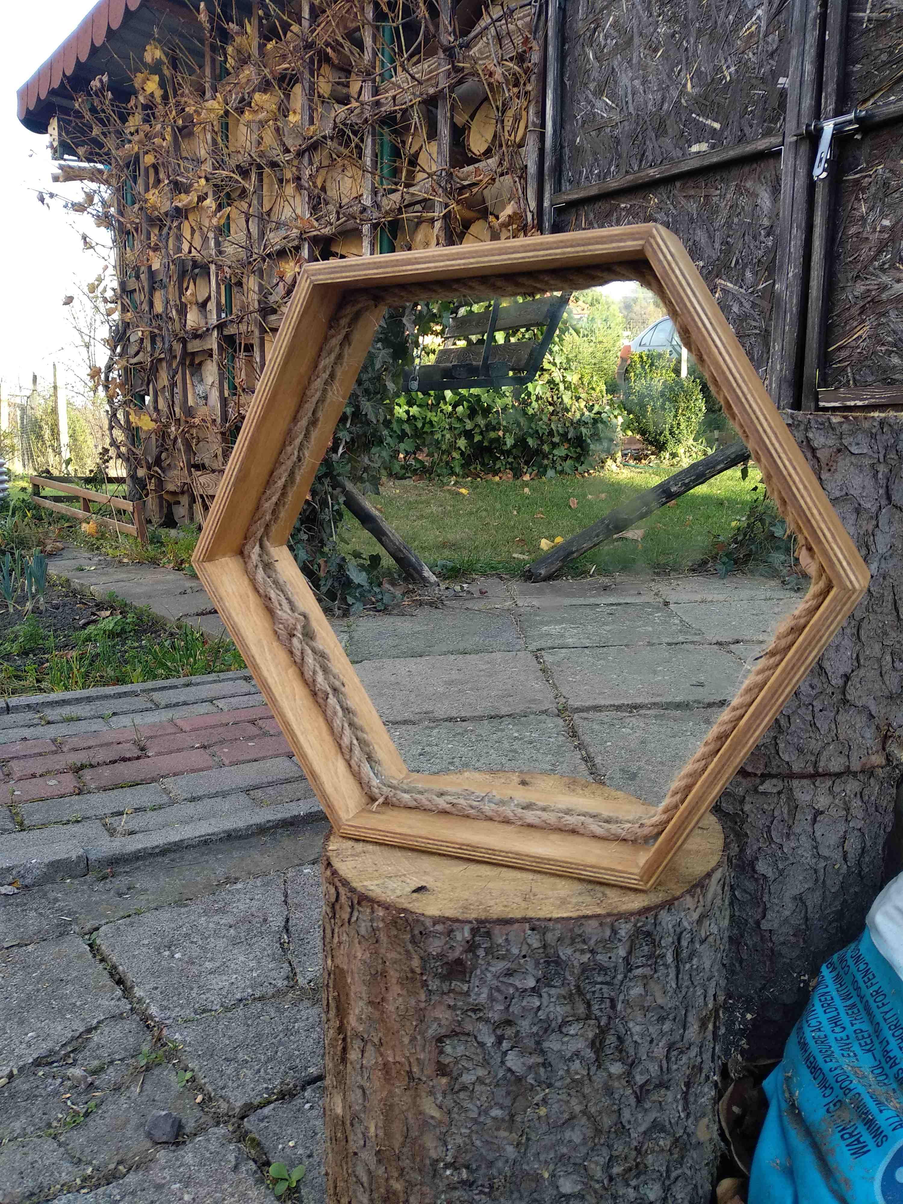 ramka-heksagon-lustro-dekoracje-ścienne